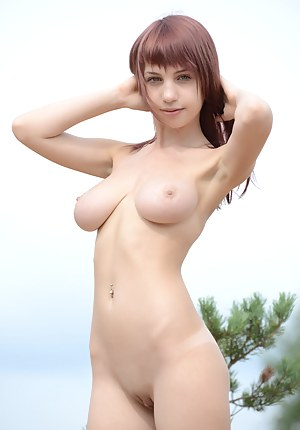 Free Saggy Tits Teen Porn Pictures